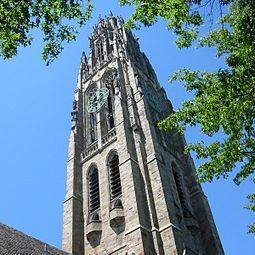 Yale-police-gubpoint-student-campus